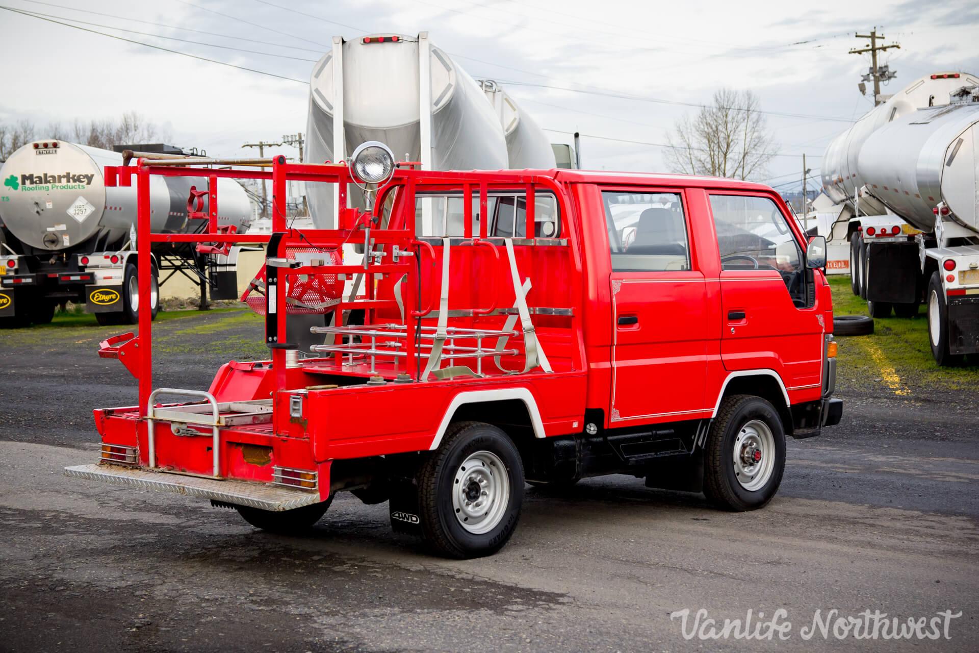 ToyotaHiaceFireTruckLH851990-16.jpg