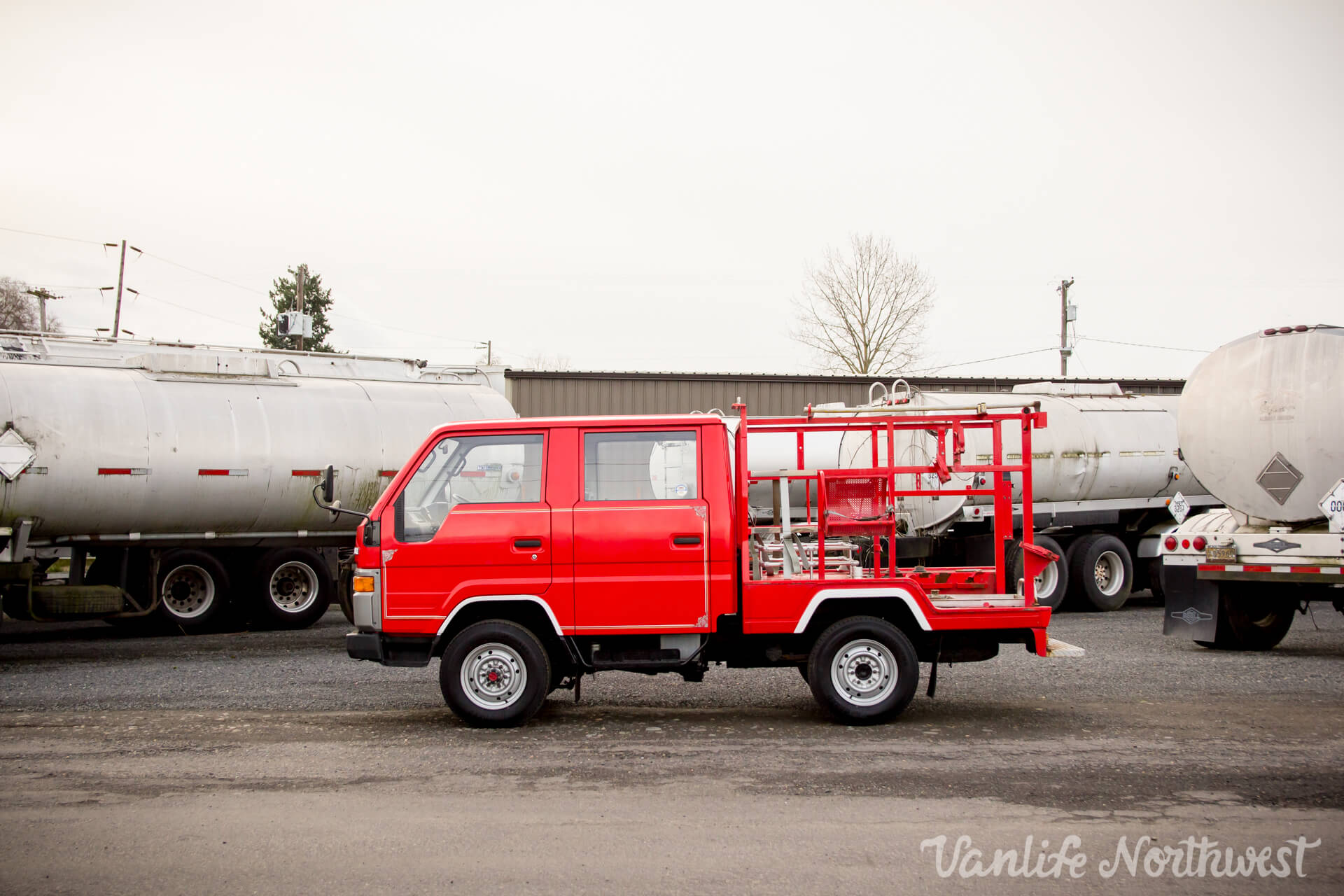 ToyotaHiaceFireTruckLH851990-17.jpg