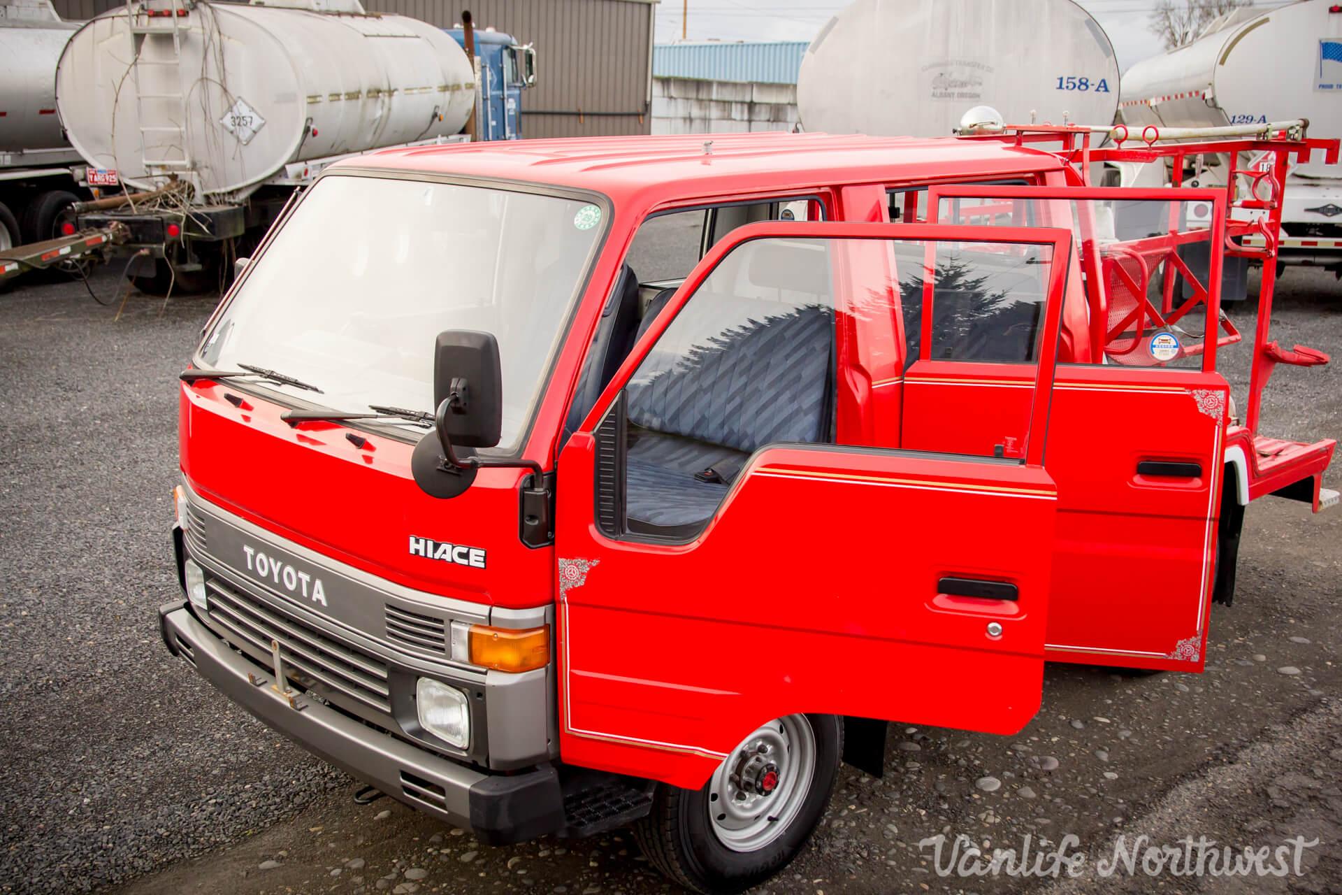ToyotaHiaceFireTruckLH851990-30.jpg