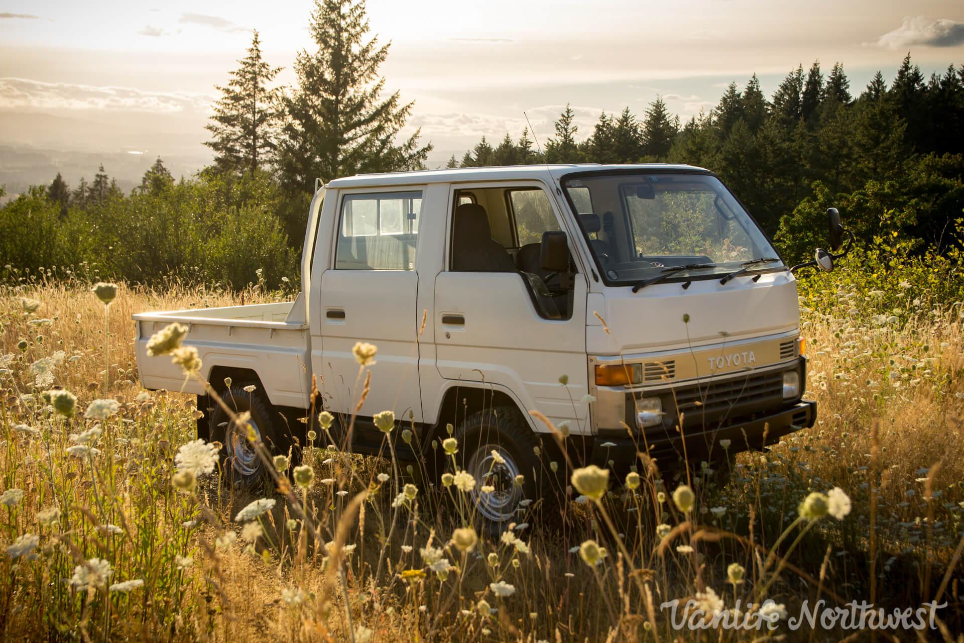 ToyotaHiaceLH85WhiteJosh-2.jpg