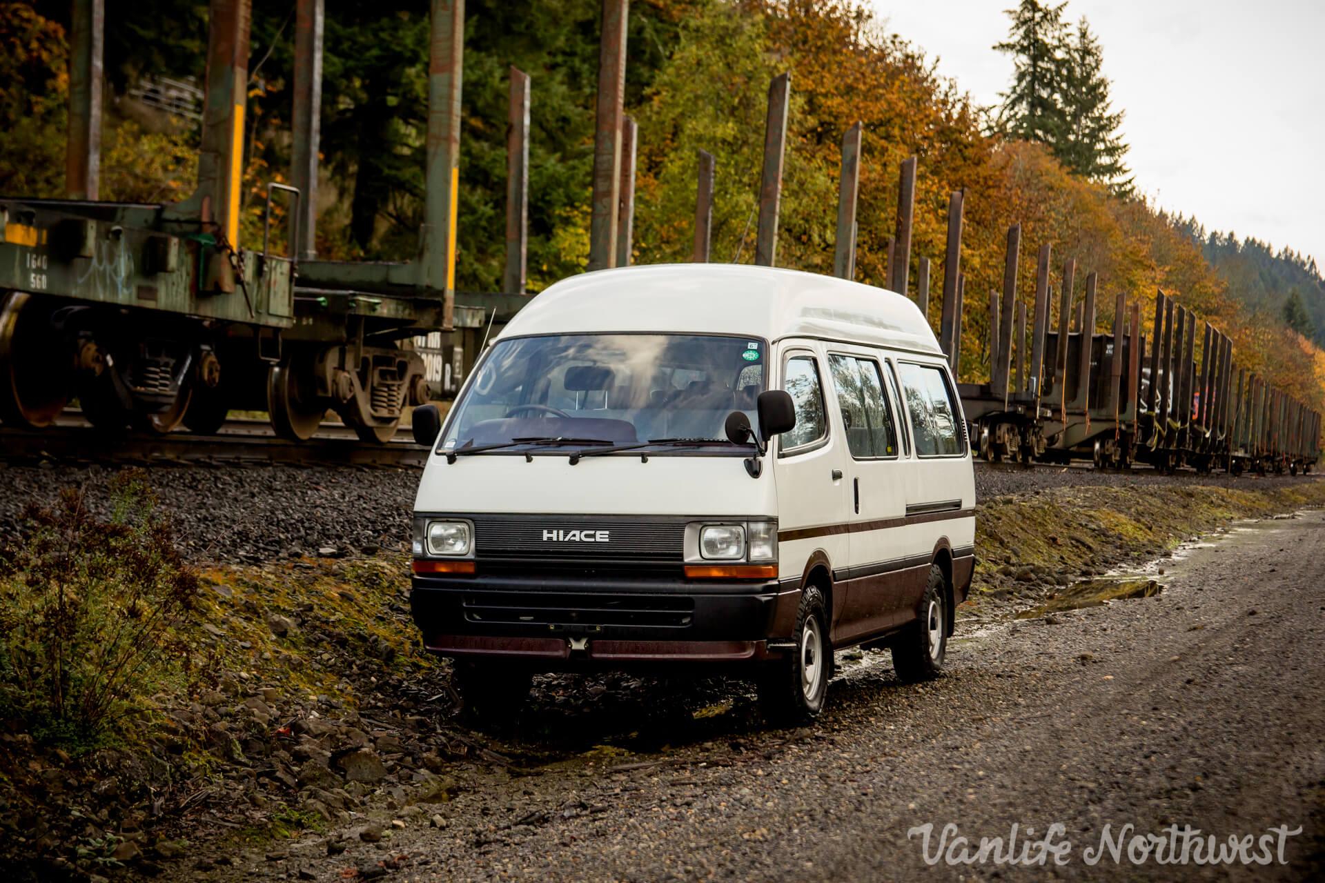 1993ToyotaHiaceCommuterBus2wdNormL-5.jpg