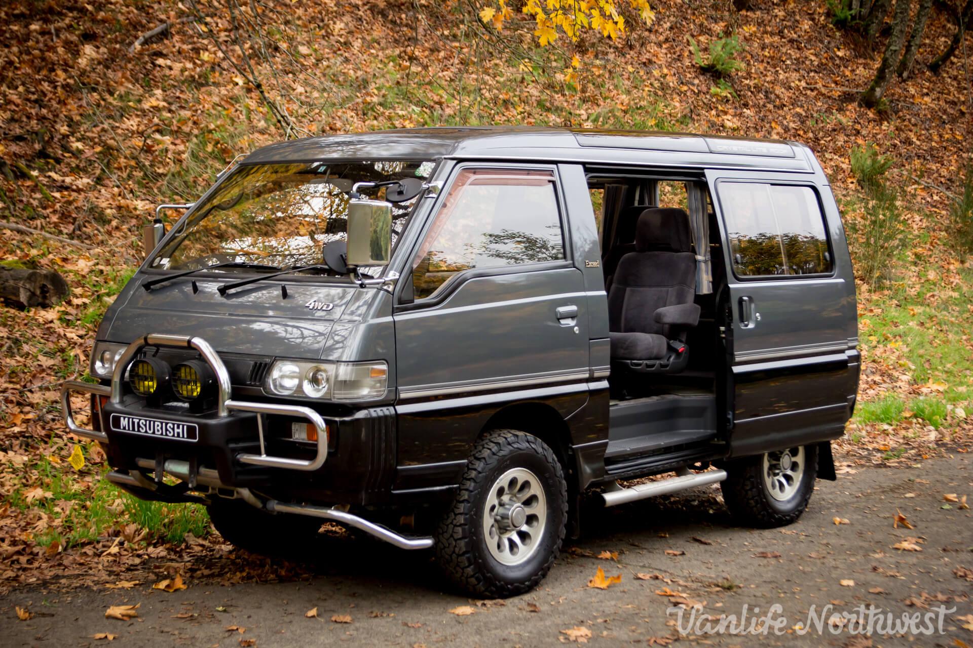 1993MitsubishiDelicaL300GasolineManualCrystalitePaulC-29.jpg