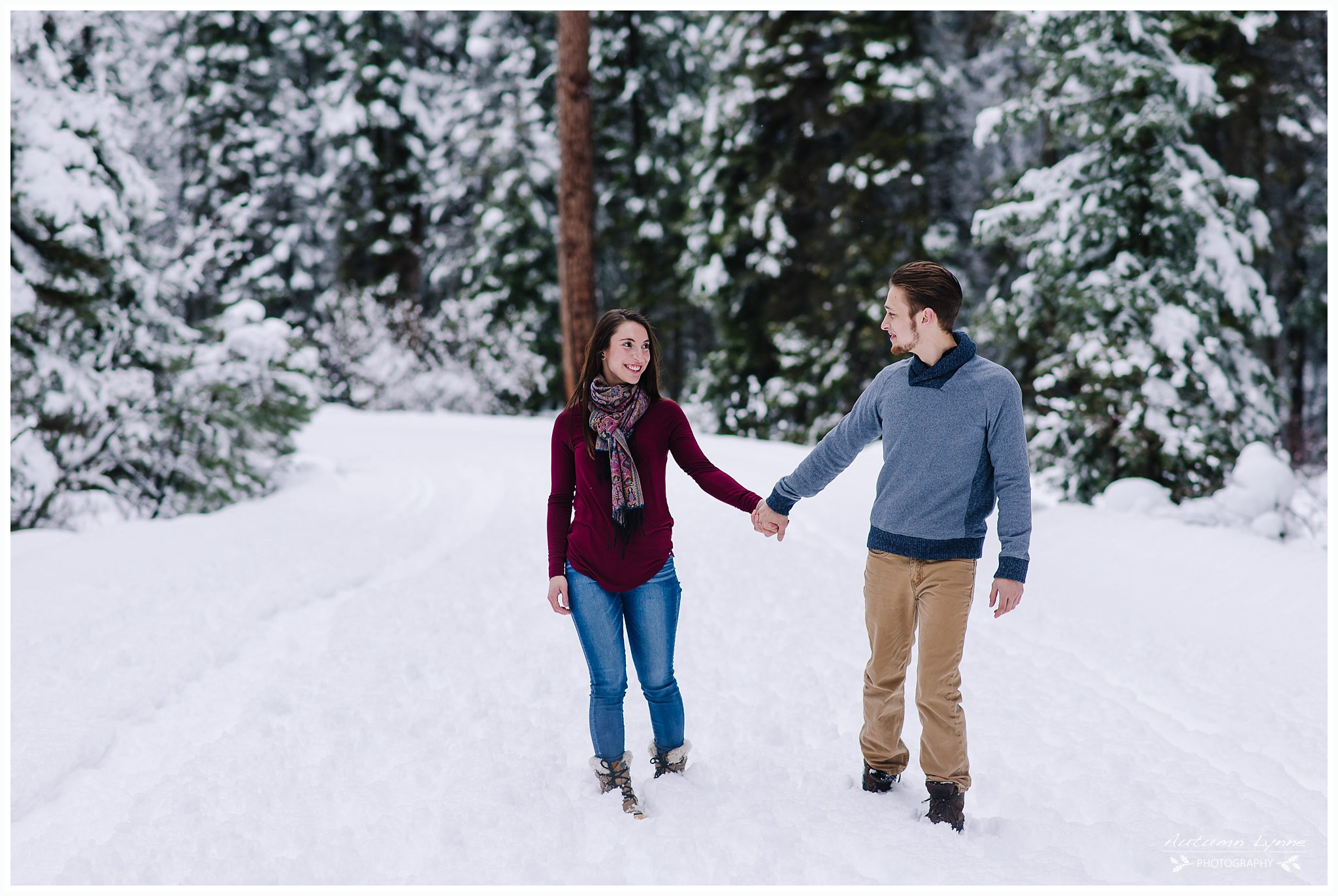 winter-engagement-session-ideas-idaho