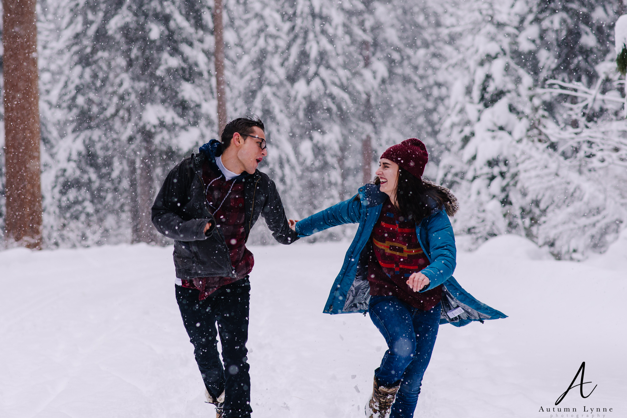 couple-running-mccall-idaho-outdoor
