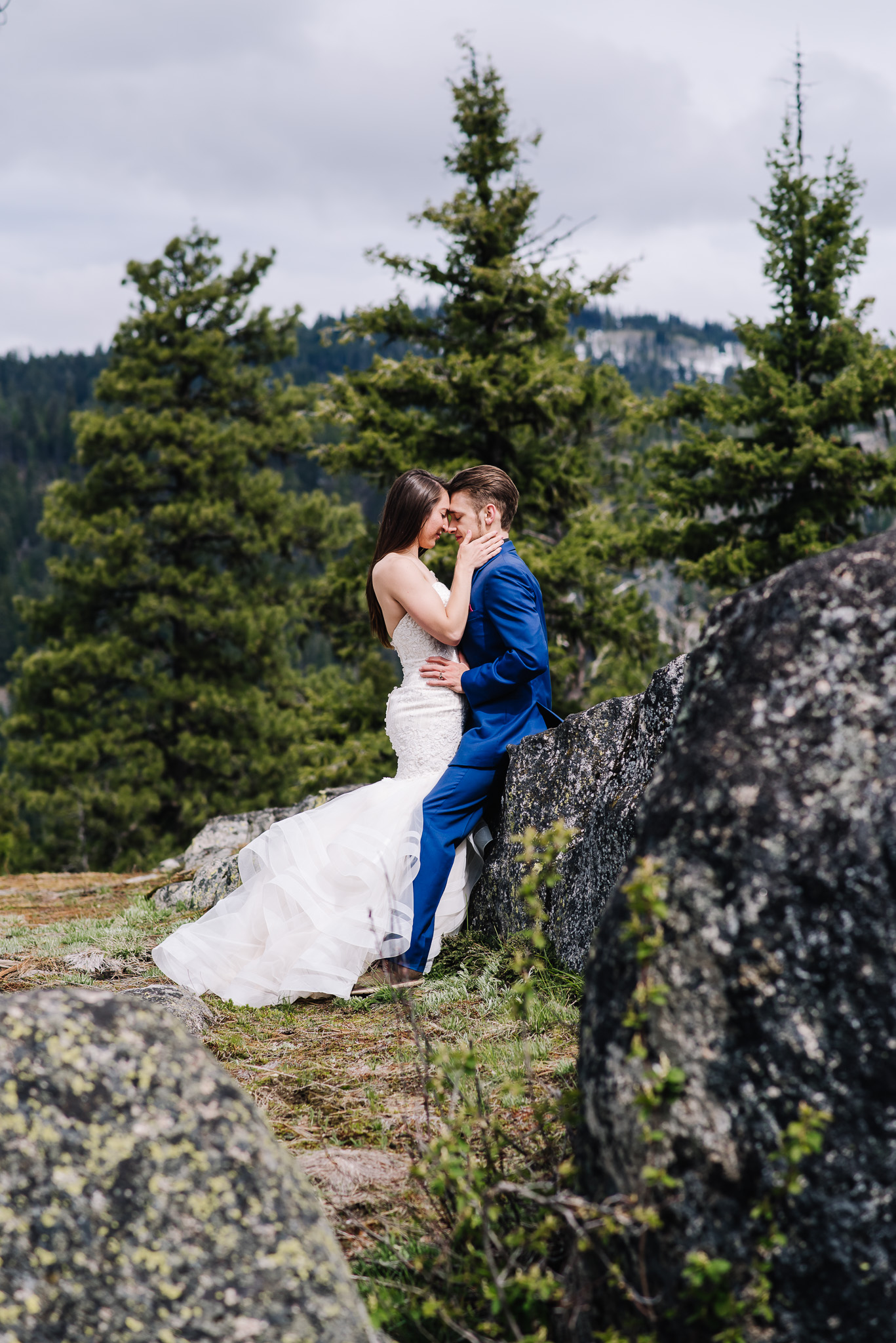 McCall-Idaho-elopement-photographer-couple-kissing.jpg