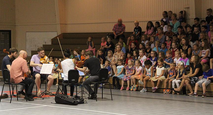 Håkan Rosengren and the Aeolus Quartet during in-school program.