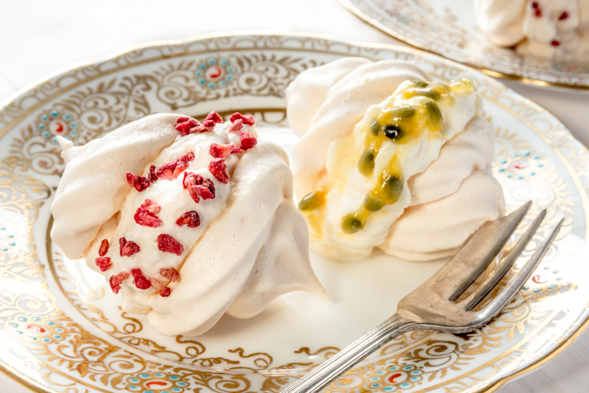 Low-FODMAP Meringues with raspberry or passion fruit