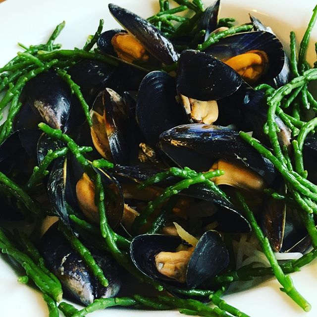 #Mussels & #Samphire bank holiday weekend loveliness 😍  #lowfodmap #fodmap #glutenfree #dairyfree #ibs #healthy #seafood