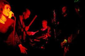 """""""Det perkussive fundamentet er noe for seg sjøl (…) Martin Smidt og Carl Haakon Waadeland på trommer og allehånde perkusjonistisk isenkram"""" (…) """"Vi har nemlig med et band, en musikk og en vokalist å gjøre som har noe enormt med personlighet å fare med. Du verden så bra dette er!!!""""   Puls, Tor Hammerø (fra anmeldelse av Dadafons album """"Visitor"""" 2002)"""
