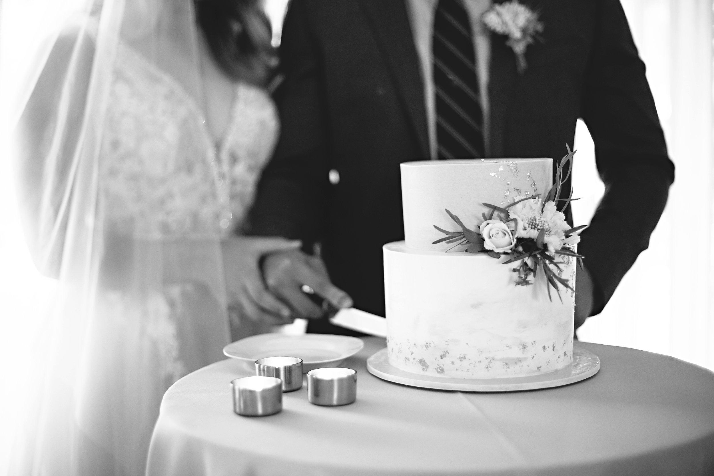 Copy of Summer Garden Wedding: Cutting of the cake