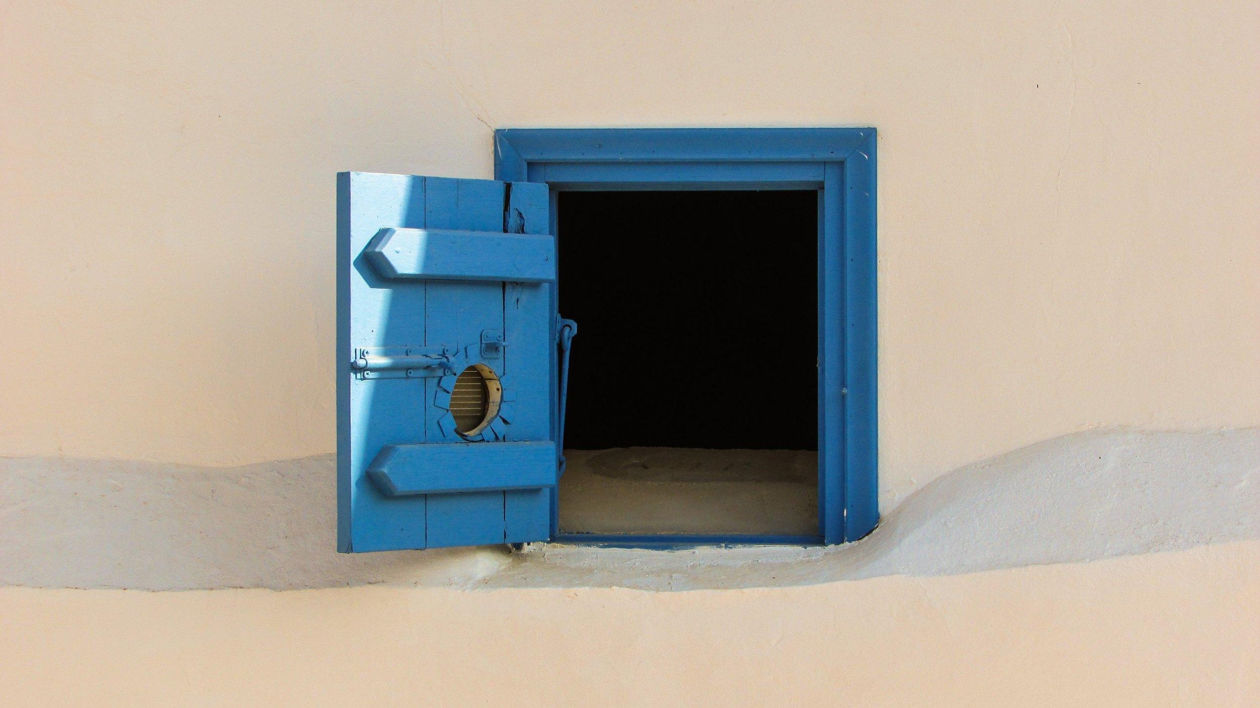 contemporary-door-empty-210488.jpg
