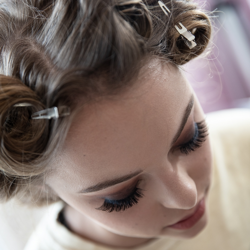 2 >  HAIR & MAKEUP - A professional stylist will spend an hour before the shoot doing your hair and makeup.