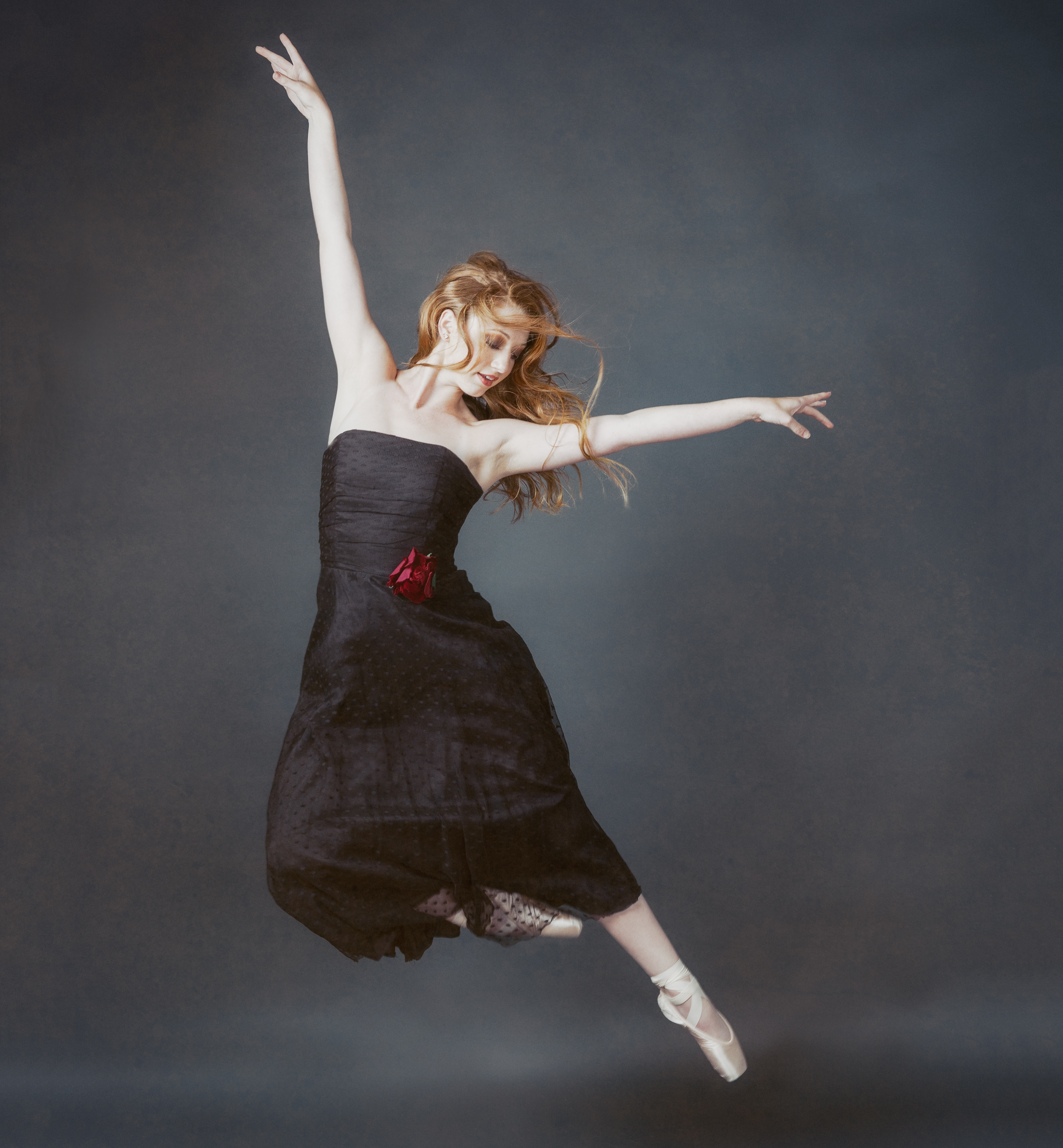 THE DANCE PHOTOSHOOT - Capturing your grace and dedication in a portrait