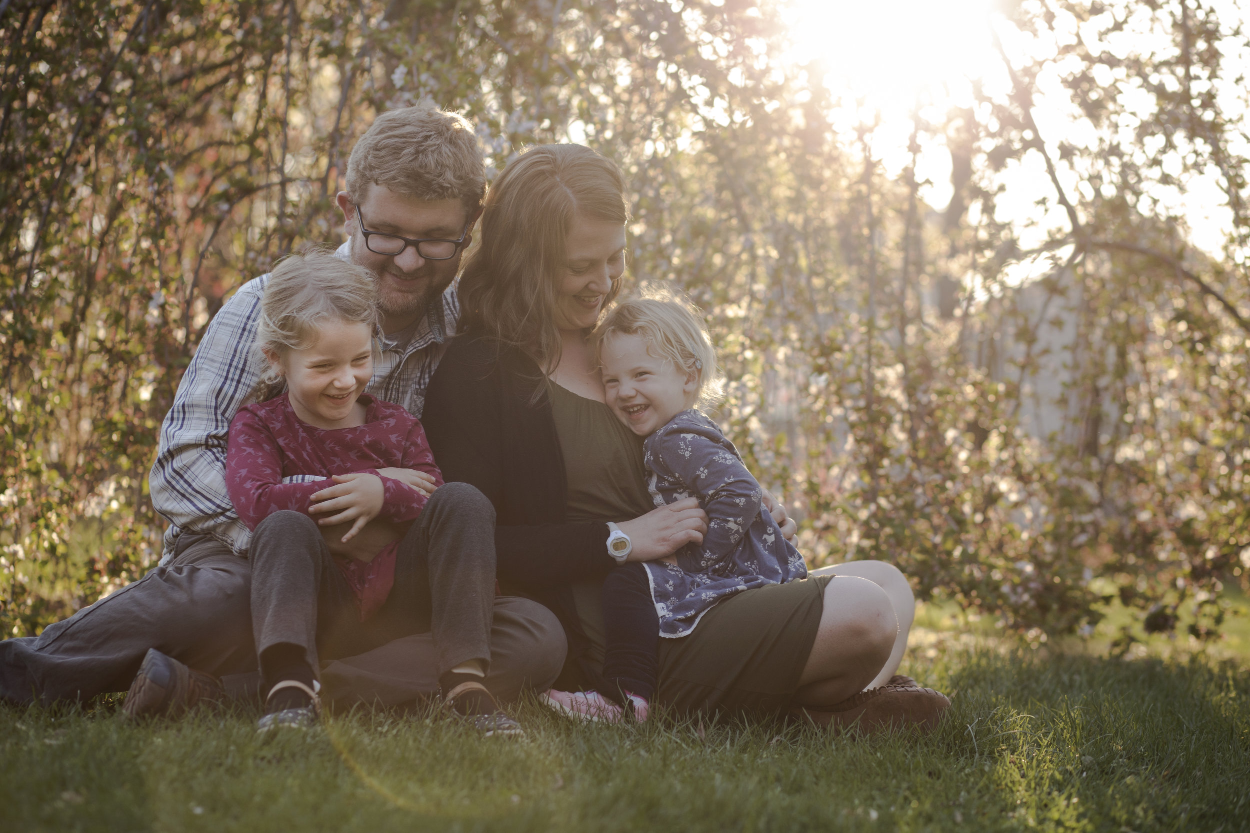 Rochester NY Family Photographer, family laughing in beautiful light