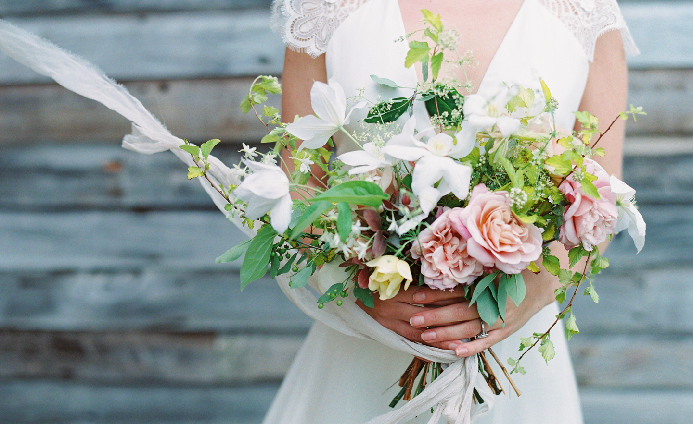 Hayfield-barn-wedding-venue-venues-catskills-spring-flowers