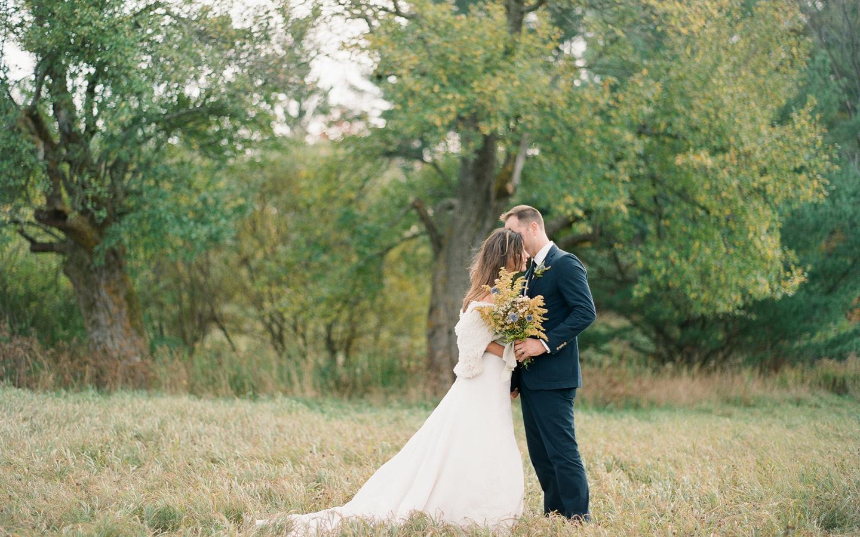 Hayfield-barn-wedding-venue-venues-catskills-fall-outdoor-ceremony-3