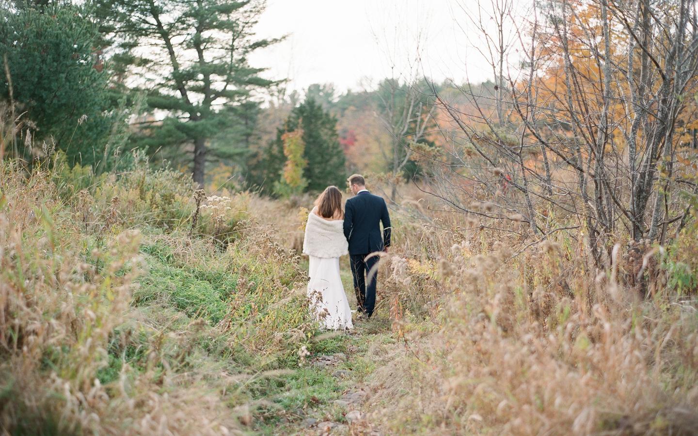 Hayfield-barn-wedding-venue-catskills-fall-outdoor-ceremony-9