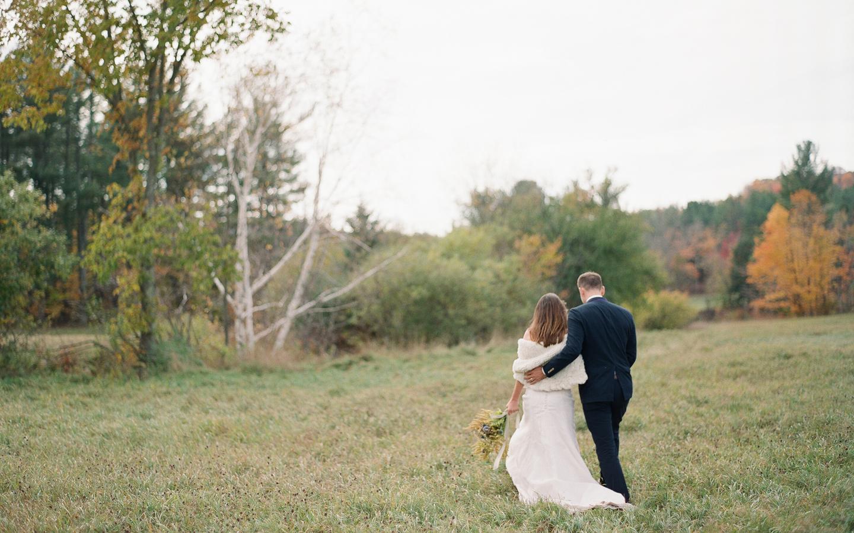 Hayfield-barn-wedding-venue-venues-catskills-fall-outdoor-ceremony-11