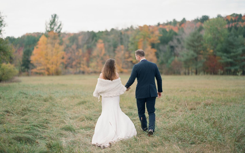 Hayfield-barn-wedding-venue-venues-catskills-fall-outdoor-ceremony-12
