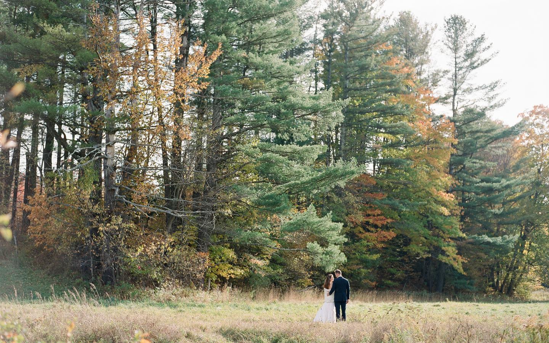 Hayfield-barn-wedding-venue-catskills-fall-outdoor-ceremony-10