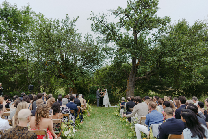 modern-rustic-wedding-catskills-venue-venues-ceremony-outdoors-outside
