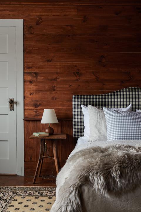 Minwawa_Bedroom_Wood_038.jpg