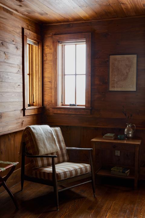 Minwawa_Bedroom_Wood_054.jpg