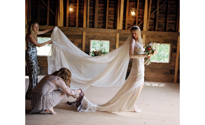 Hayfield-barn-rustic-outdoor-wedding-venue-venues-catskills-summer-chic-1