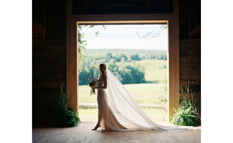 Hayfield-barn-rustic-outdoor-wedding-venue-venues-catskills-olivia-fleming-summer-chic-1