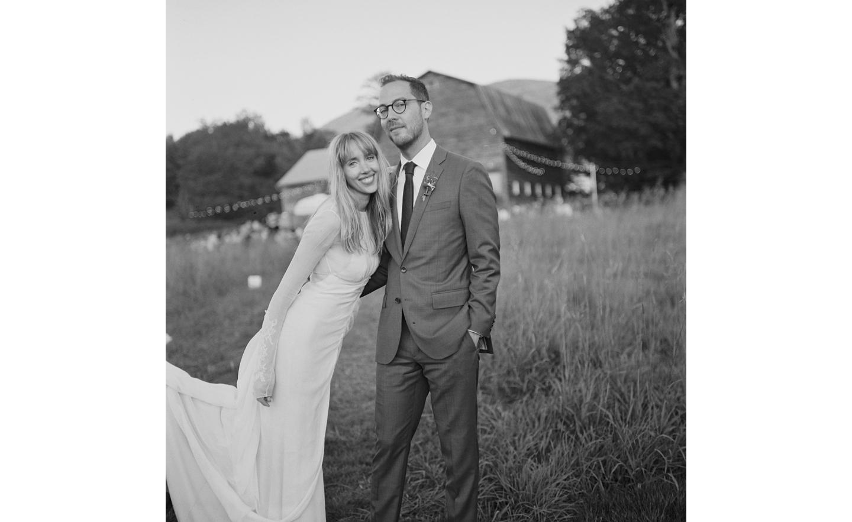 Hayfield-barn-rustic-outdoor-wedding-venue-venues-catskills-summer-chic-4