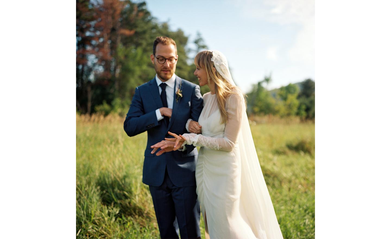 Hayfield-barn-outdoor-wedding-venue-venues-catskills-summer-chic-6