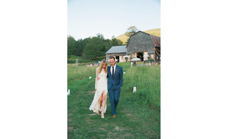 Hayfield-barn-harpers-bazaar-outdoor-wedding-venue-venues-catskills-summer-chic-4