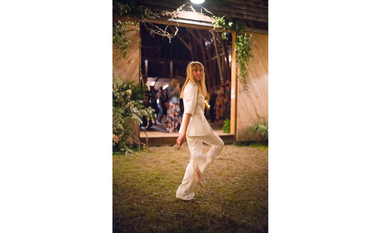 Hayfield-barn-harpers-bazaar-outdoor-wedding-venue-venues-catskills-summer-chic-11