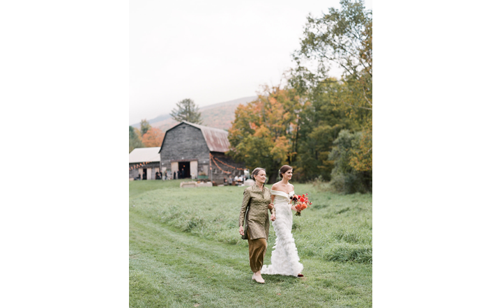 Hayfield_Catskills_rustic-barn-wedding13.png