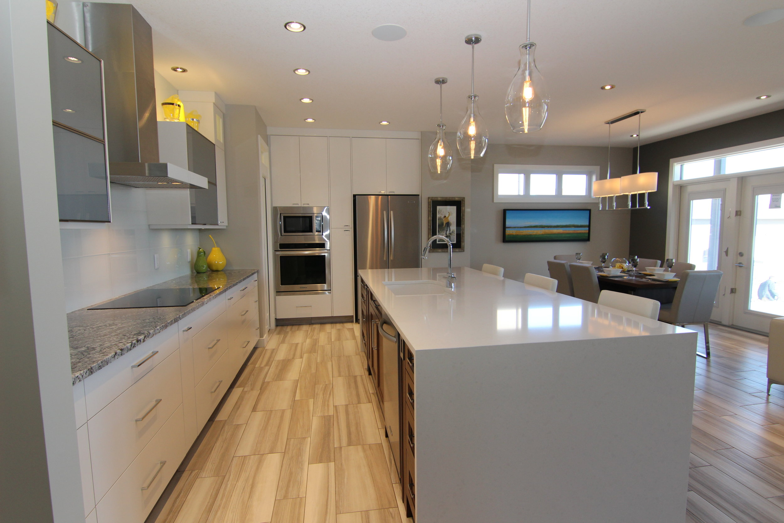 5286 Aviator Crescent (17)Kitchen.JPG