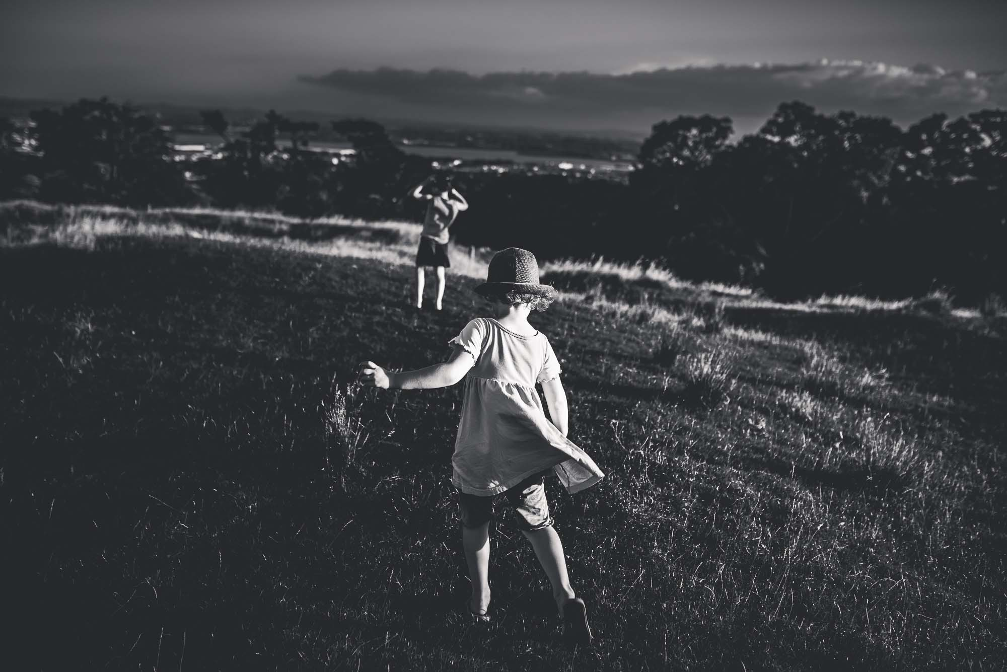 black and whit candid documentary moment {Auckland family photographer}