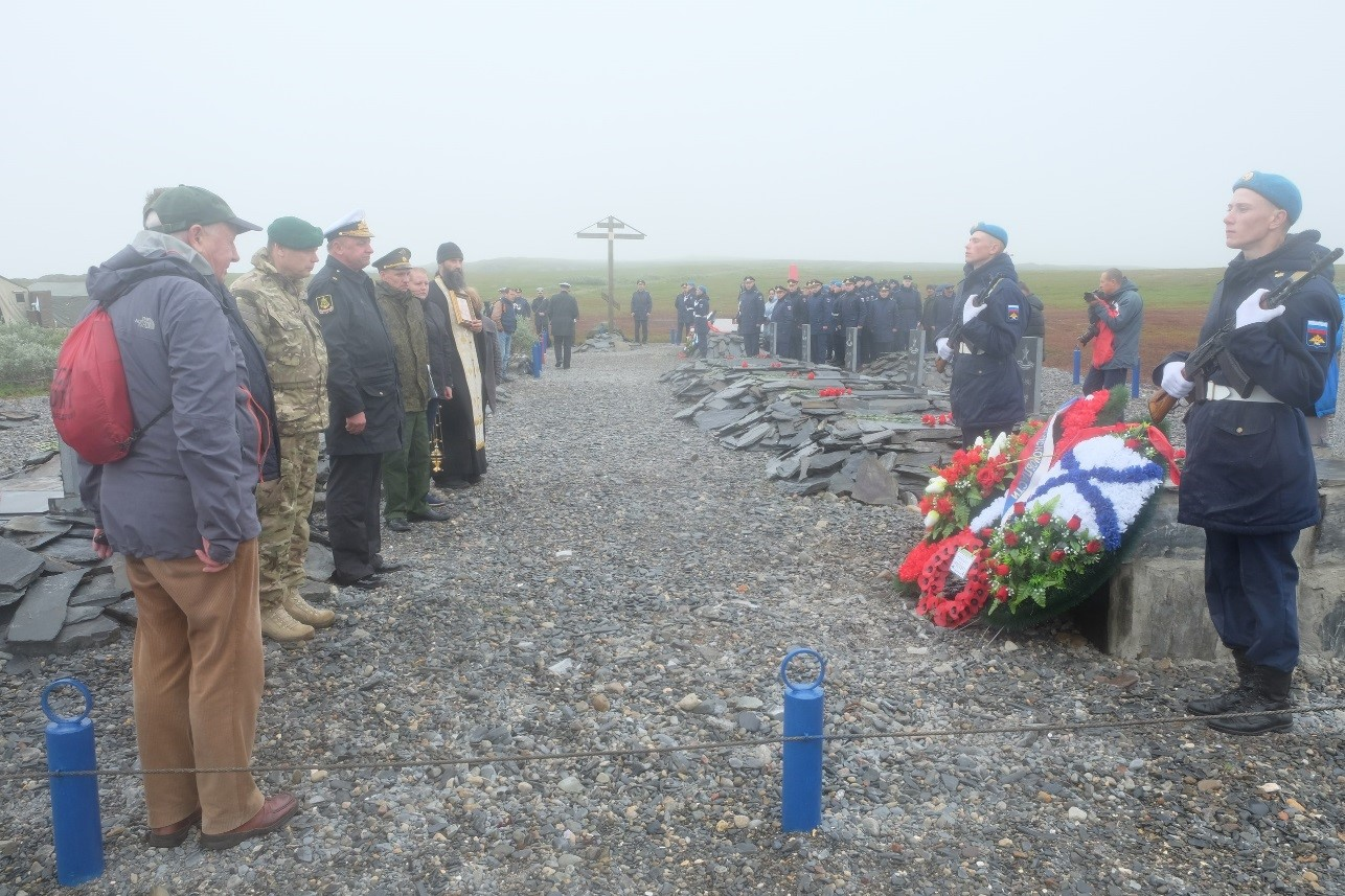 The delegation lay wreaths and pay their respects at the grave