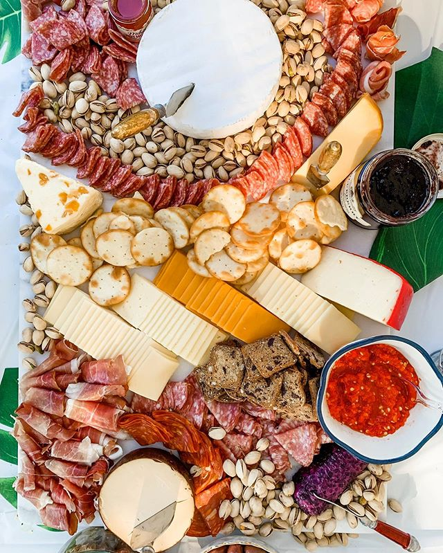Makes a charcuterie board 1 time. 🧀🧀🧀