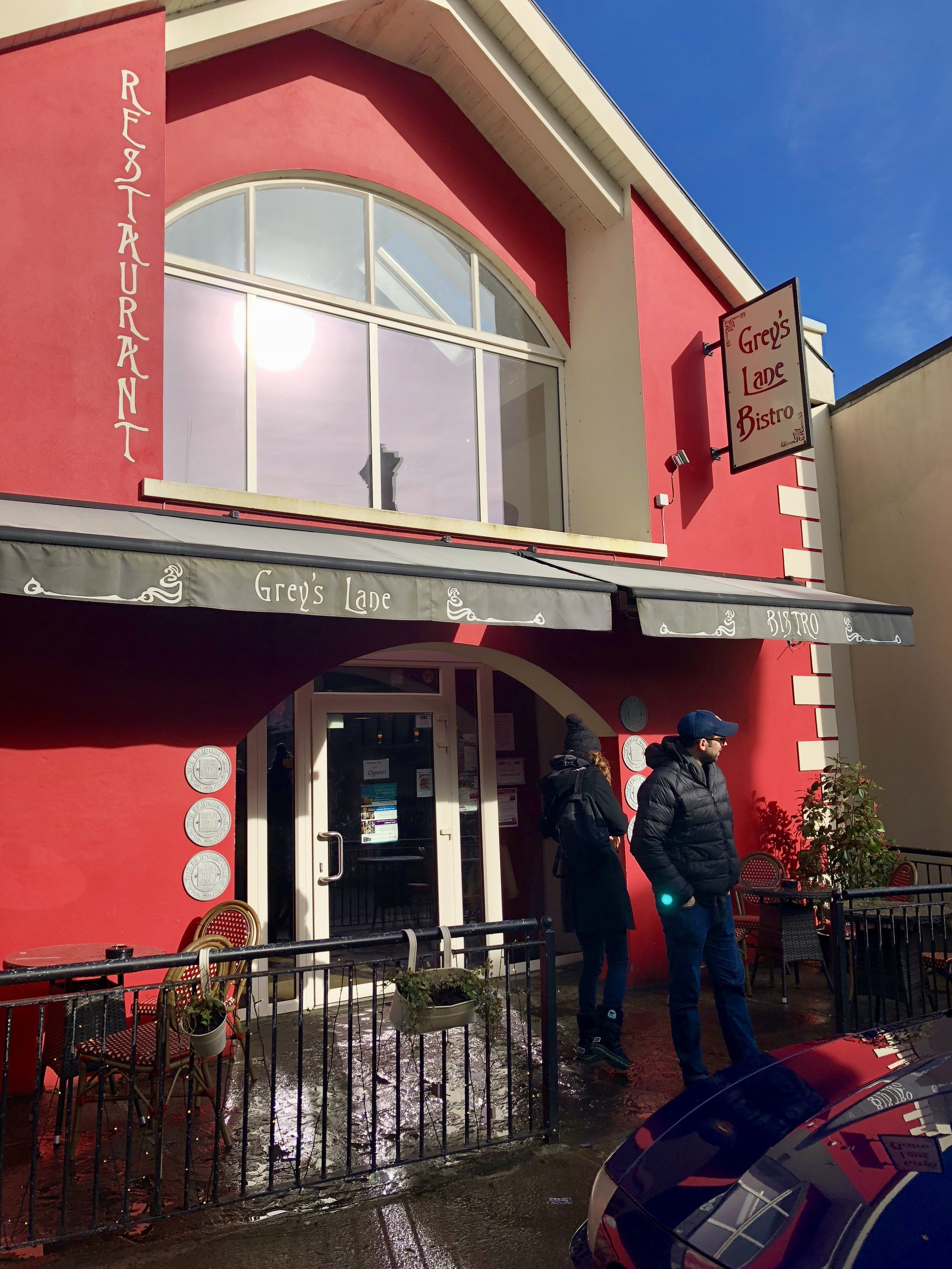 Yummy lunch spot in Dingle Town. Order the seafood chowder.