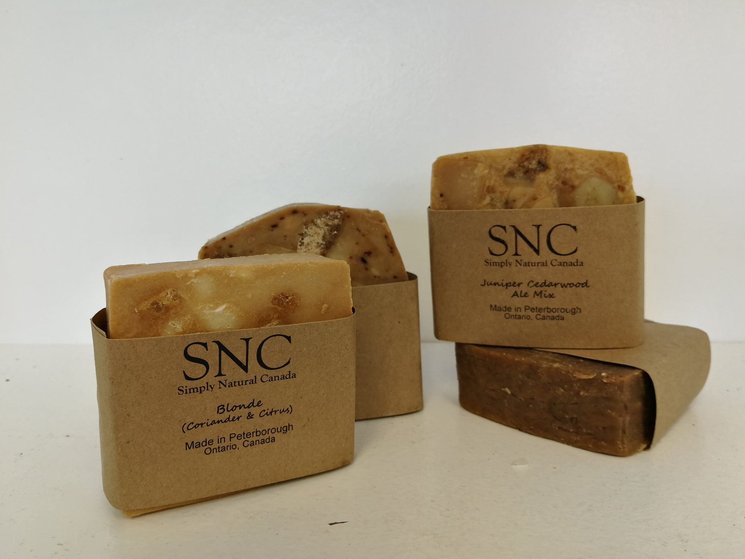 Simply Natural Canada has some amazing slices of soap in delicious scents that are sure to please the Dad in your life!  Beer + Soap = Dadlicious!