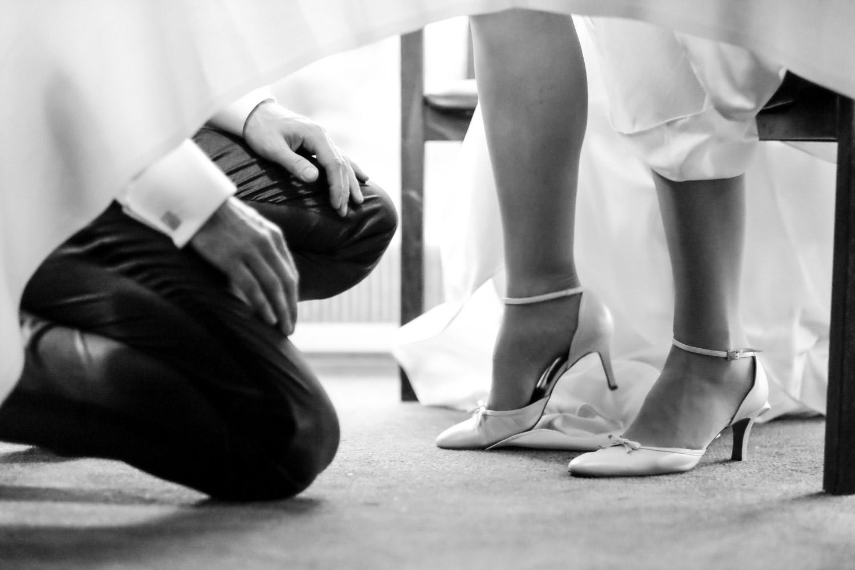 bryllup-knæler-tale.jpg