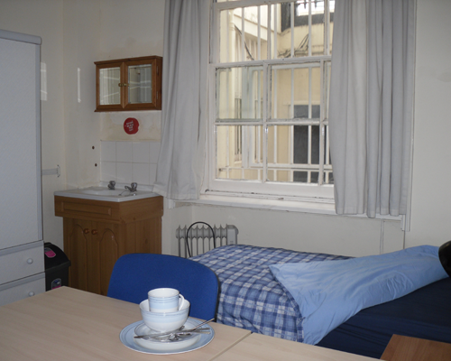 Short term basement twin room. We have two short term rooms that can be booked by students travelling through London, or in London for interviews and auditions.