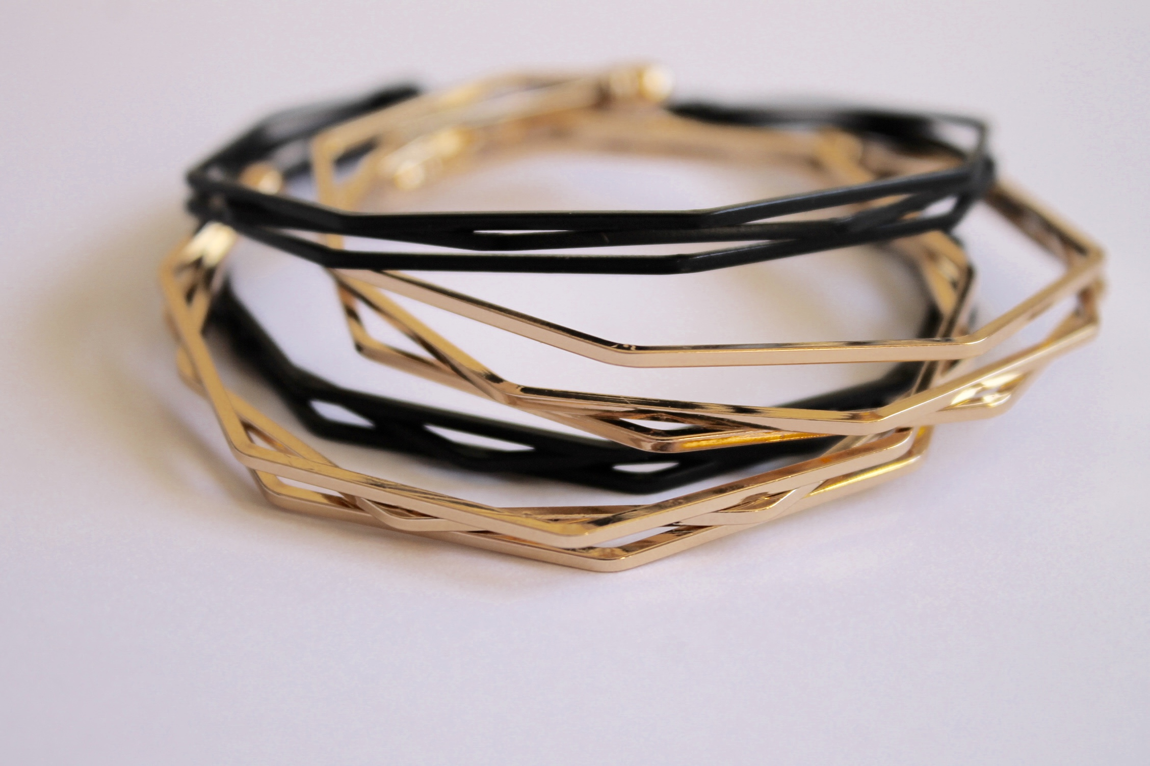 Resonance polygon bangle