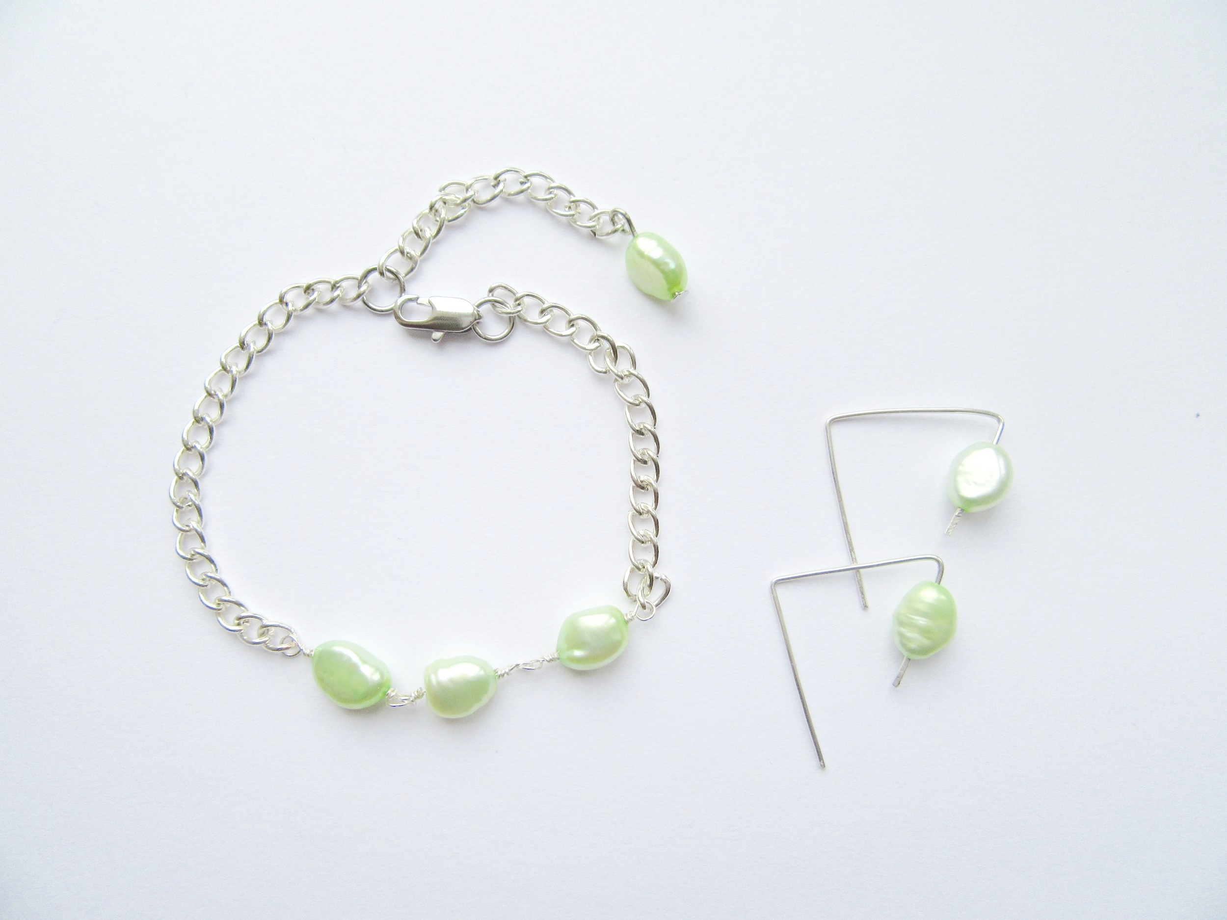 Green_rice_pearl_earrings024.jpg