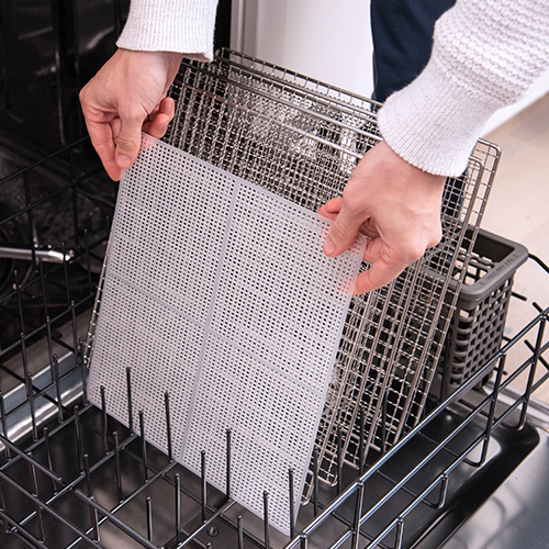 Easy to Clean   The trays and tray liners are completely dishwasher safe. The housing can also be easily wiped down with a damp cloth.