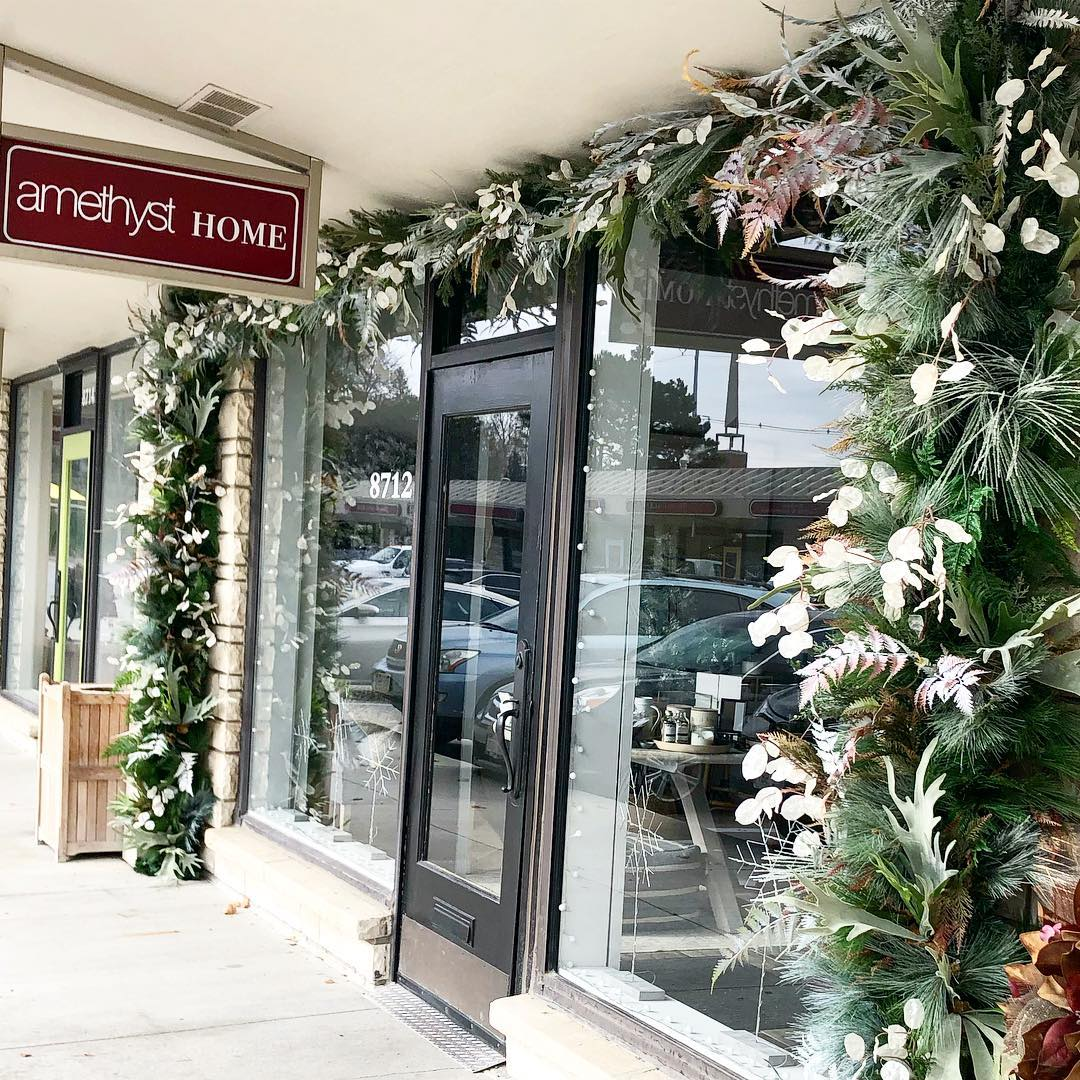 A custom holiday garland from Prairie Wild makes an entrance at Amethyst Home. The store will be selling fresh Prairie Wild wreaths from 10 a.m.-12 p.m. on Small Business Saturday, 24.November. (photo courtesy of Amethyst Home)