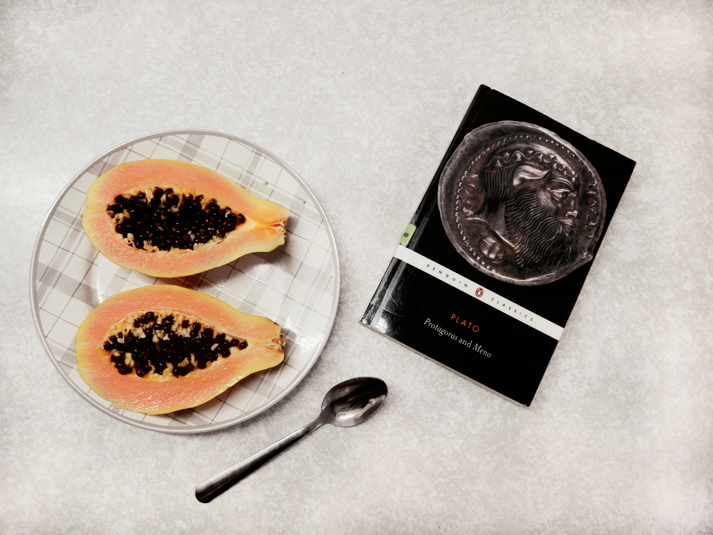 One of my last mornings at university: papaya and Plato. An excellent combination.