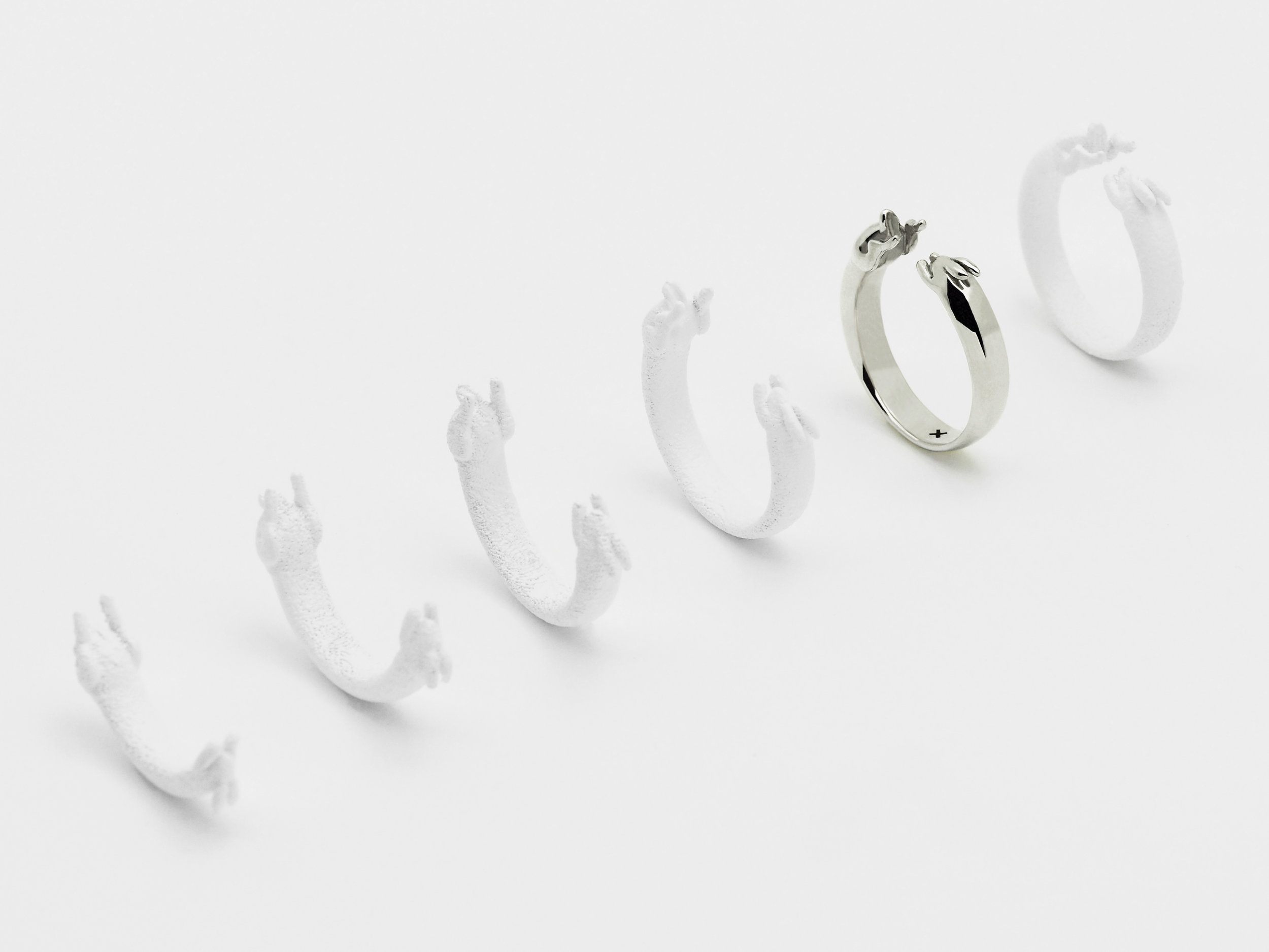 The product photography was made using 3d printed plastic variations of the ring. Using a custom parametric script, I was able to change the opening of the ring and it's thickness as it stretches.