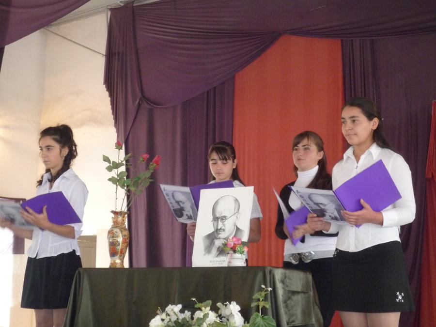 Students at newly named Vahan Tekeyan School of Berdzor reciting poems of Vahan Tekeyan, 2009