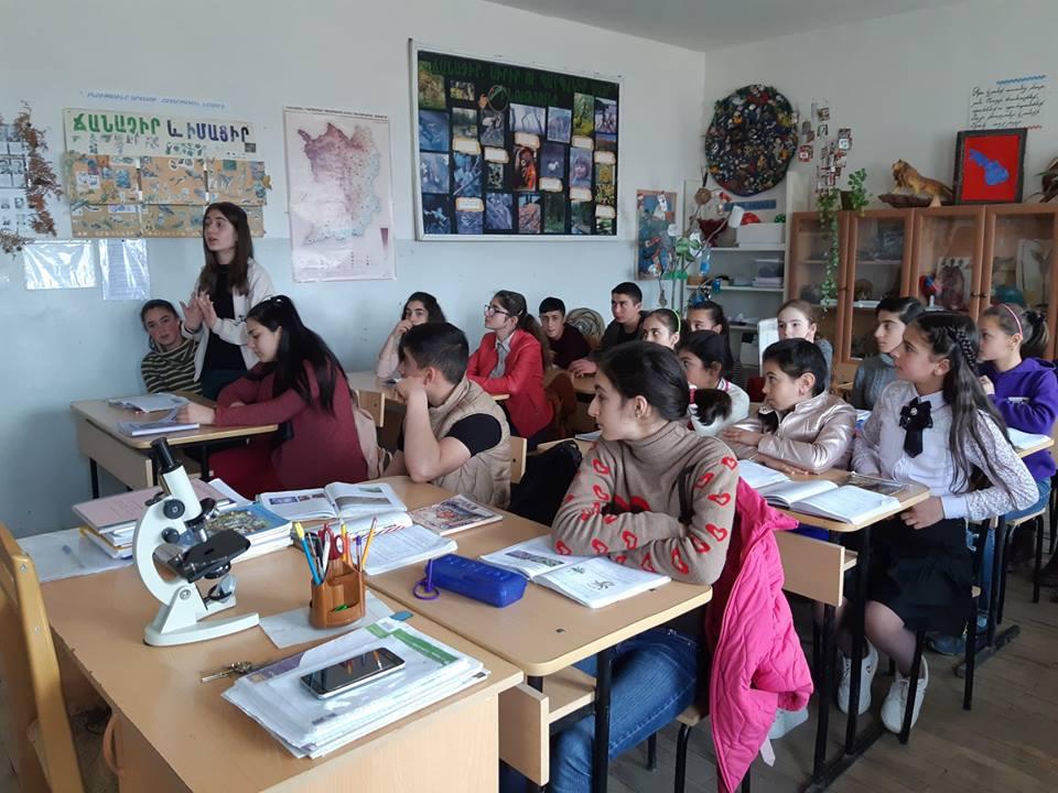 Berdzor Tekeyan School science class, April 2019